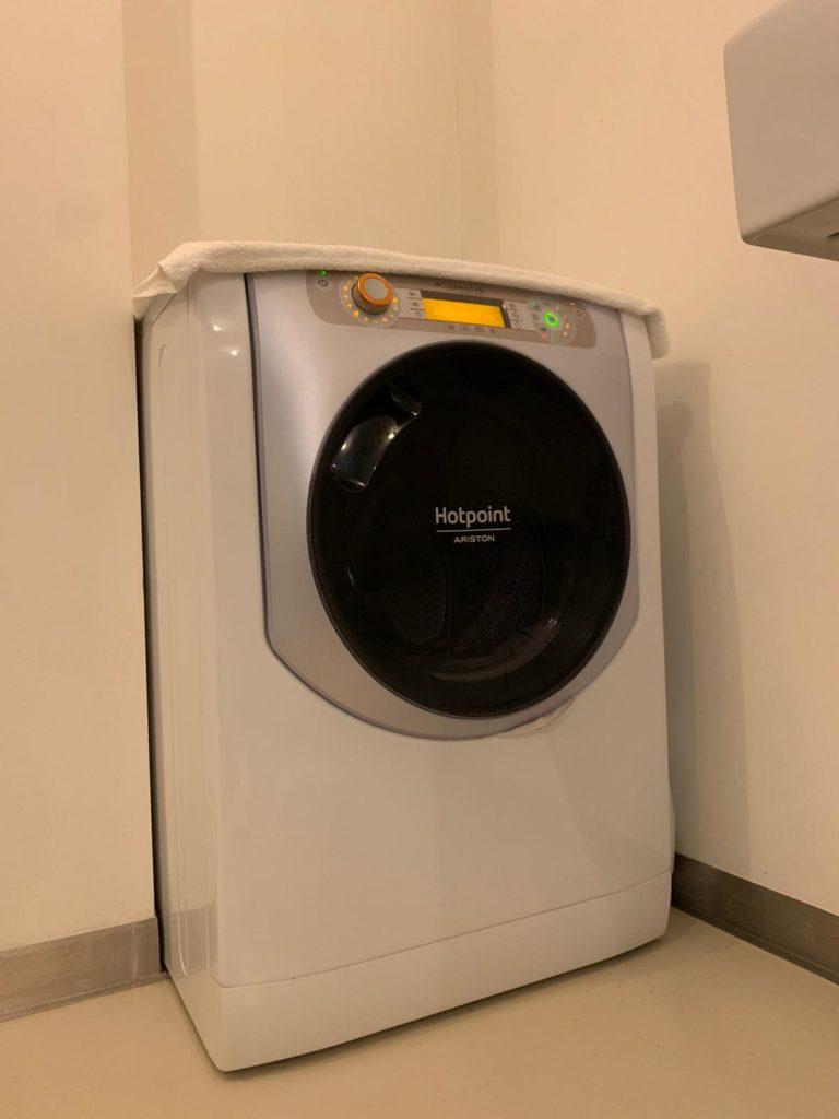 Airbnb avec un seul lave-linge séchant au lieu de deux machines